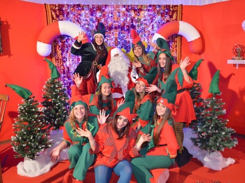 Babbo Natale E Gli Elfi.Amati Elfi E Pupazzi Nel Babbo Natale Village Di Salice