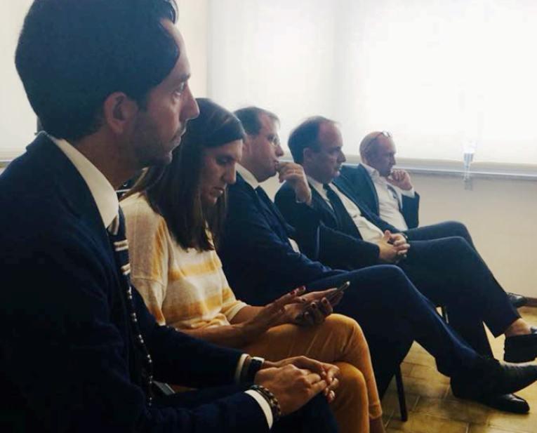 Studio 100Delle Coprirᄄᄂ Di AdisuLa Puglia Regione Borse Il Istanze 0P8OkXnw